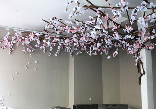 cerisiers en fleurs de papier. Black Bedroom Furniture Sets. Home Design Ideas