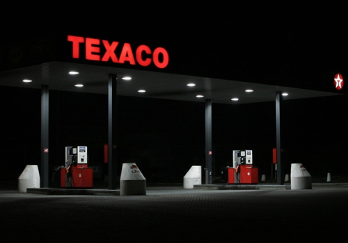 station essence Texaco de nuit