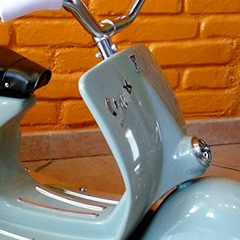 Photo : Vespa à bascule
