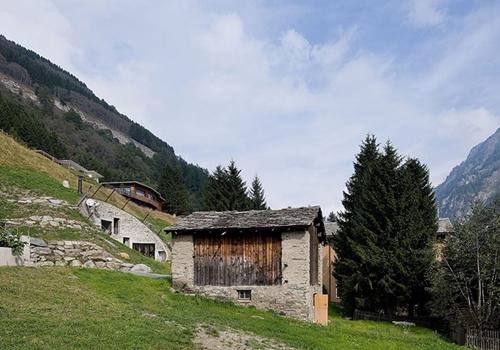 Villa vals maison dans la colline - Mountain cabin plans close to nature ...