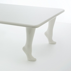 Photo : Table à quatre pieds