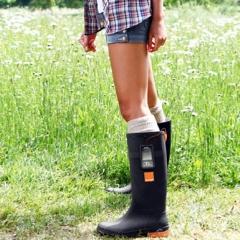 Photo : Orange charge votre mobile avec des bottes
