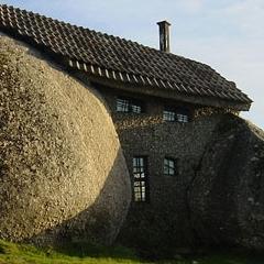 Photo : Maison dans les rochers