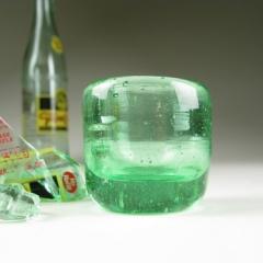 Photo : Verres en bouteilles recyclées