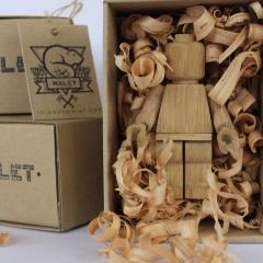 Des jouets et du bois