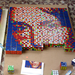 Photo : Portrait en Rubik's Cube