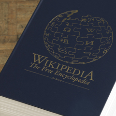 Photo : Wikipedia version papier