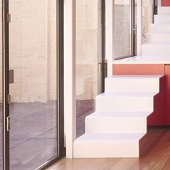 Photo : Dans la cuisine et dans les escaliers
