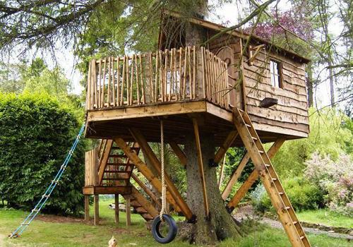 Maison dans les arbres amazon treehouses des cabanes - Como construir una casa en un arbol ...