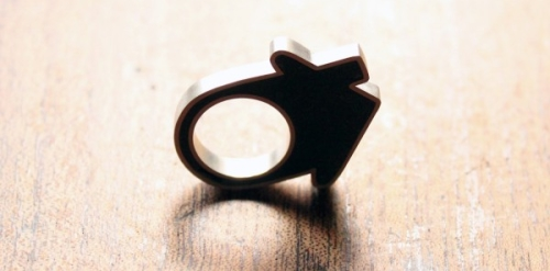 photo de la bague Concrete House Ring de Linda Bennett