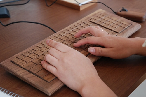 photo du clavier en bois Wooden Keyboard