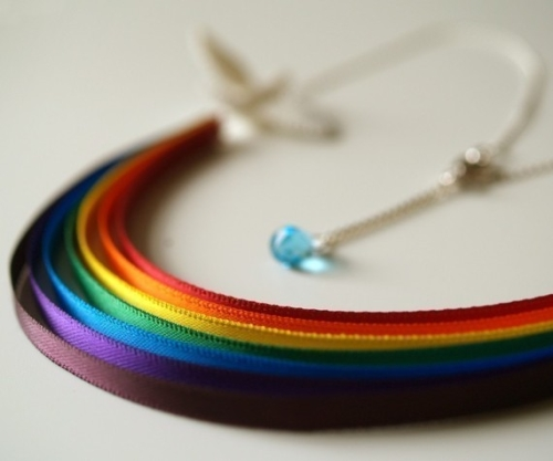 photo du collier arc-en-ciel
