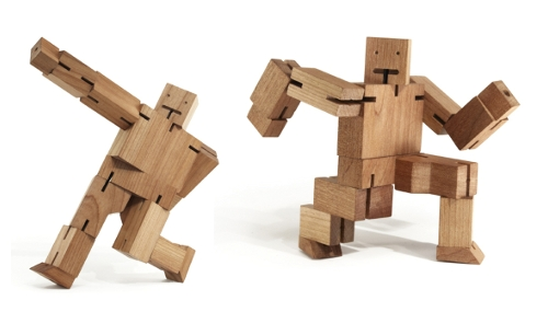 photo du robot cube en bois CubeBot