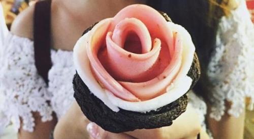Glace En Forme De Rose Une Creme Glacee En Fleur