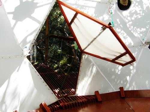 o2 treehouse maison dans les arbres. Black Bedroom Furniture Sets. Home Design Ideas