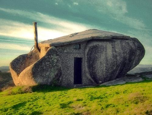 Maison dans les rochers - Maison entre deux rochers ...