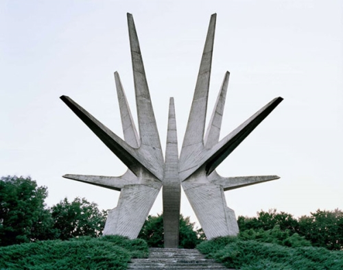 photo d'un monument communiste en Yougoslavie