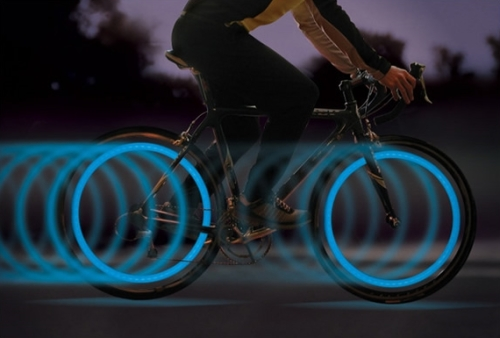 roues lumineuses bleues sur mob v�lo